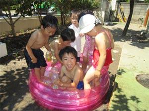 年少水浴び