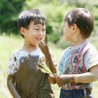 田植体験(麻績村園児交流仲良し田んぼ)